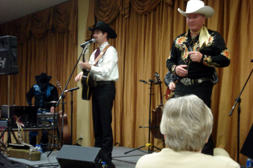 John Fullerton of The High Riders and Dusty Rogers perform at the banquet.