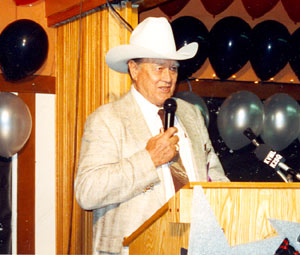 Ben Johnson accepts an award at the Toulumne County, Sonora, California, Wild West Film Fest in 1992.