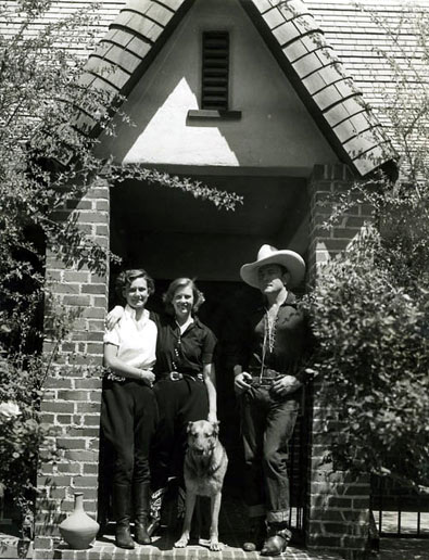 Buck Jones with his wife Dell and daughter maxine in front of their California home.
