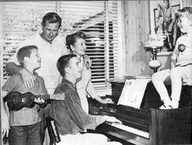 """The Loner""—Lloyd Bridges with wife Dorothy and children Jeff, Beau and Cindy."