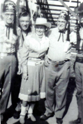 Gail Davis as Annie Oakley posed for a picture with a few Shriners while signing some autographs. Not sure where or when this was taken. (Thanx to Billy Holcomb.)