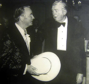 Roy Rogers speaks with Jimmy Stewart at the USO dinner mentioned in the above photo. (Thanx to Bobby Copeland.)