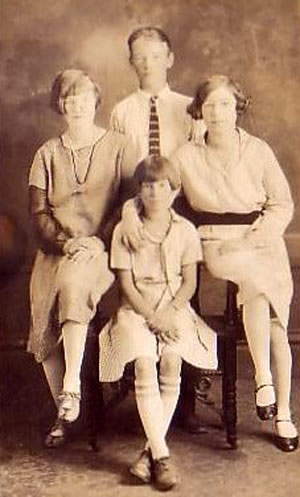 Leonard Slye...Roy Rogers...at 16 with his three sisters in the summer of 1927. Mary Elizabeth is on the left, Cleda Mae is on the right with younger sister Kathleen Loretta in the middle. (Thanx for the IDs to Janey Miller.)