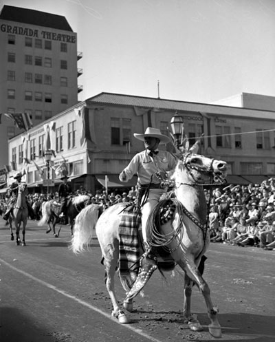Leo Carrillo at the 17th annual Old Spanish Days Fiesta in Santa Barbara, CA, in 1940. (Thanx to Alan Magers.)