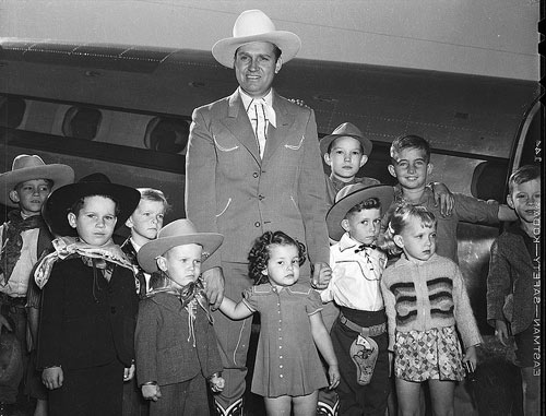 Gene Autry and a group of young fans in Berwyn, OK, which became Gene Autry, OK. (Thanx to Bobby Copeland.)