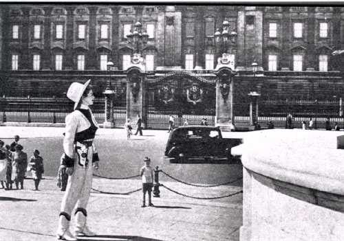 "In London, Gail Davis (""Annie Oakley"") takes a look at Buckingham Palace. (Thanx to Terry Cutts.)"