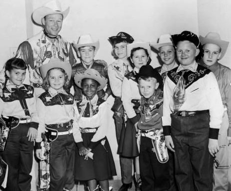 Roy with the winners of a 1957 HOUSTON (TX) CHRONICLE Roy Rogers