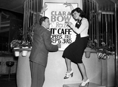 Western star Rex Bell and his wife Clara Bow preparing for the opening of their It Cafe in the Hollywood Plaza hotel in 1937. (Thanx to Bobby Copeland.)