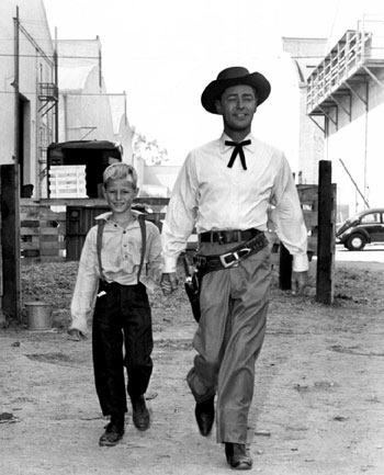 Alan Ladd and son David on the backlot. (Thanx to Bobby Copeland.)