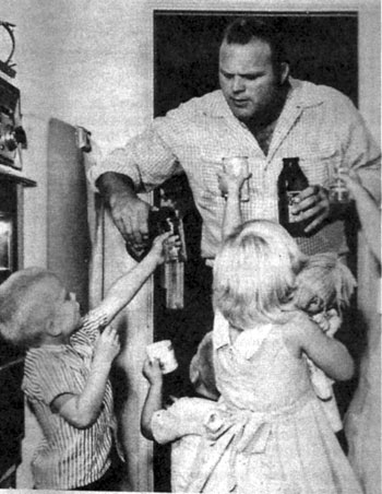 """Bonanza""'s Hoss Cartwright, Dan Blocker, dispenses cool drinks to his four children. (Thanx to Terry Cutts.)"