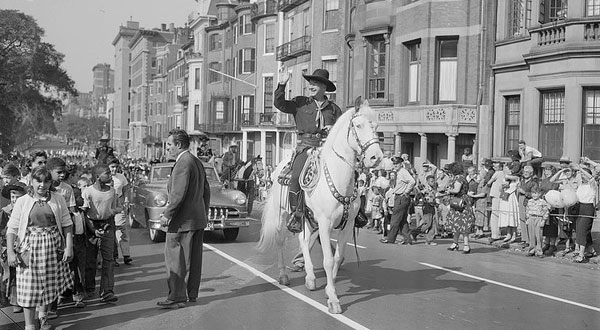 Hopalong Cassidy rides in a Boston, MA, parade in 1952. (Thanx to Joel O'Brien.)