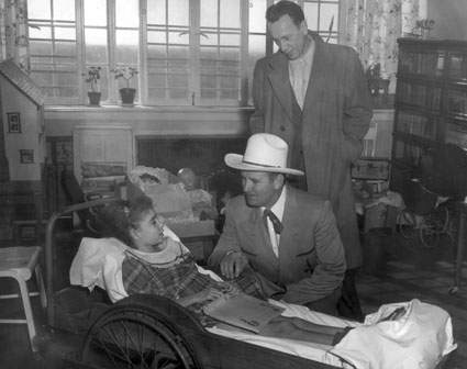 Gene visits with a polio patient in 1955. (Thanx to Jerry Whittington.)