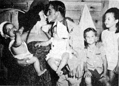 """Buffalo Bill Jr."" and Dick West on ""Range Rider"" Dick Jones with Betty, his wife of 65 years as of 2013. They're holding twins Jeffrey and Jennafer. The other son is Rick and daugher is Melody."