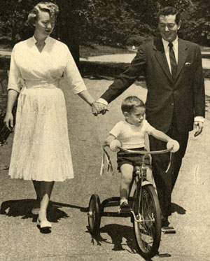 """The Gray Ghost"" Tod Andrews with his wife actress Gloria Folland and son Tod Walter in 1958."