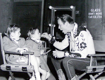 On the Republic set, Roy treats his daughters to a snack. (Thanx to Jerry Whittington.)