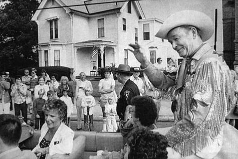 Roy waves to the people of Portsmouth, OH, during a parade in his honor June 6, 1982.