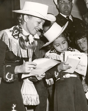 "Gail Davis as ""Annie Oakley"" with daughter Terrie in the '50s."
