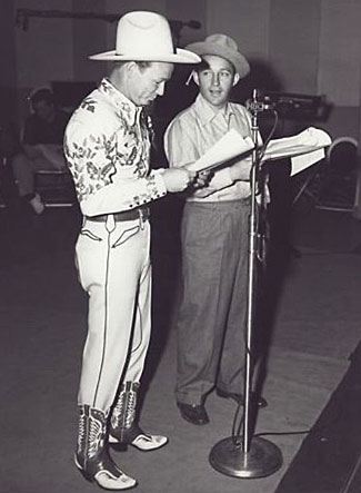 Roy Rogers joins Bing Crosby for a Crosby radio show rehearsal. (Thanx to Jerry Whittington).