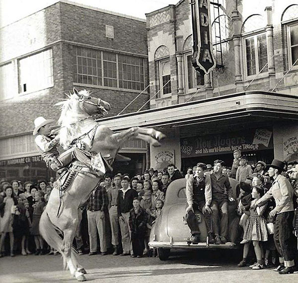 Roy Rogers rears Trigger in front of the Arcadia Theater in Temple, TX, in 1943. (Thanx to Donna Brooks Brisbin.)
