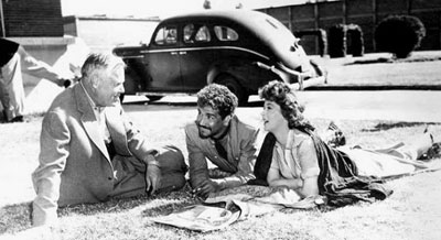 "Director Henry Hathaway, Cameron Mitchell and Susan Hayward talk about scenes for ""Garden of Evil"" ('54 20th Century Fox). (Thanx to Marianne Ritner-Holmes.)"