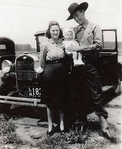 A 19 year old Rex Allen with 18 year old wife Doris and new born daughter Rexine. (Thanx to Glenn Mueller.)