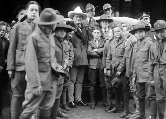 Tom Mix visits a Boston, MA, Boy Scouts troop. (Thanx to Jerry Whittington.)