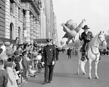 Hoppy entertains the kids at a Macy's Thanksgiving Day parade. (Thanx to Roy Bonario.)