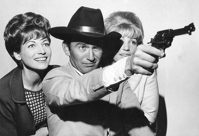 """The Virginian"", James Drury, visited Australia in the '60s. Seen here with Australian TV personality Panda (left) and TV singer Val Ruff."
